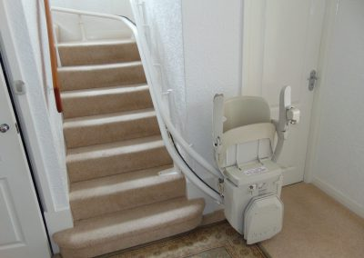 Halton-Signature-Curve-Spiral-Chair-Lifts-For-Curve-Staircase