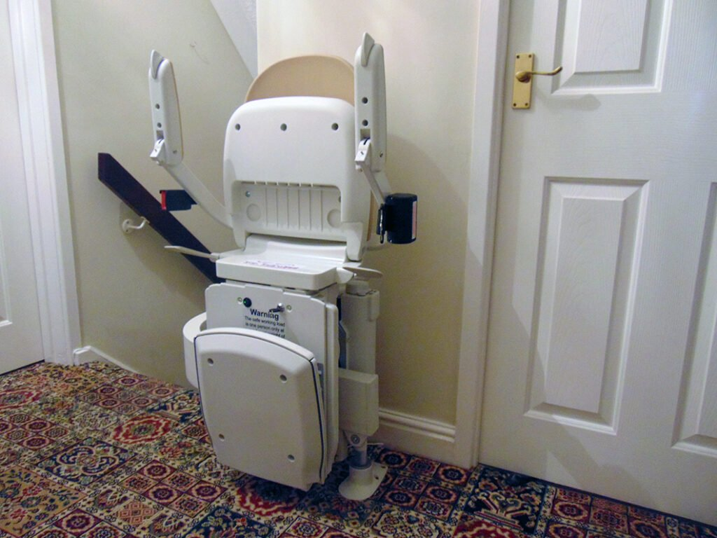 Acorn T565 Curved Stairlift Internal 90 Bend Top Run Finish Folded
