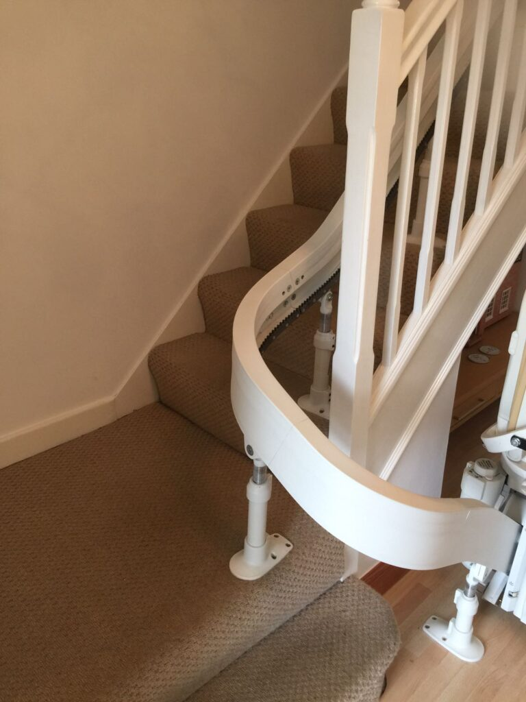 Acorn Curved Stairlift Single Rail Chairlift 01